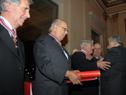 Colocación de condecoración a ex Presidente Lacalle