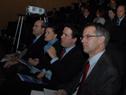 Escuchan la conferencia el Dr. Cánepa e invitados especiales.