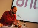 Director del INJU, Matías Rodríguez dirigiéndose al público