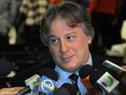 El ministro de Economía y Finanzas, Fernando Lorenzo, realiza declaraciones a la prensa.