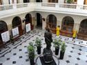 Patio de la sede de la Administración Nacional de Correos.