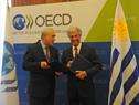 El Presidente de la República, Tabaré Vázquez, junto a integrantes de la comitiva oficial, se presentaron en foro de OCDE en París