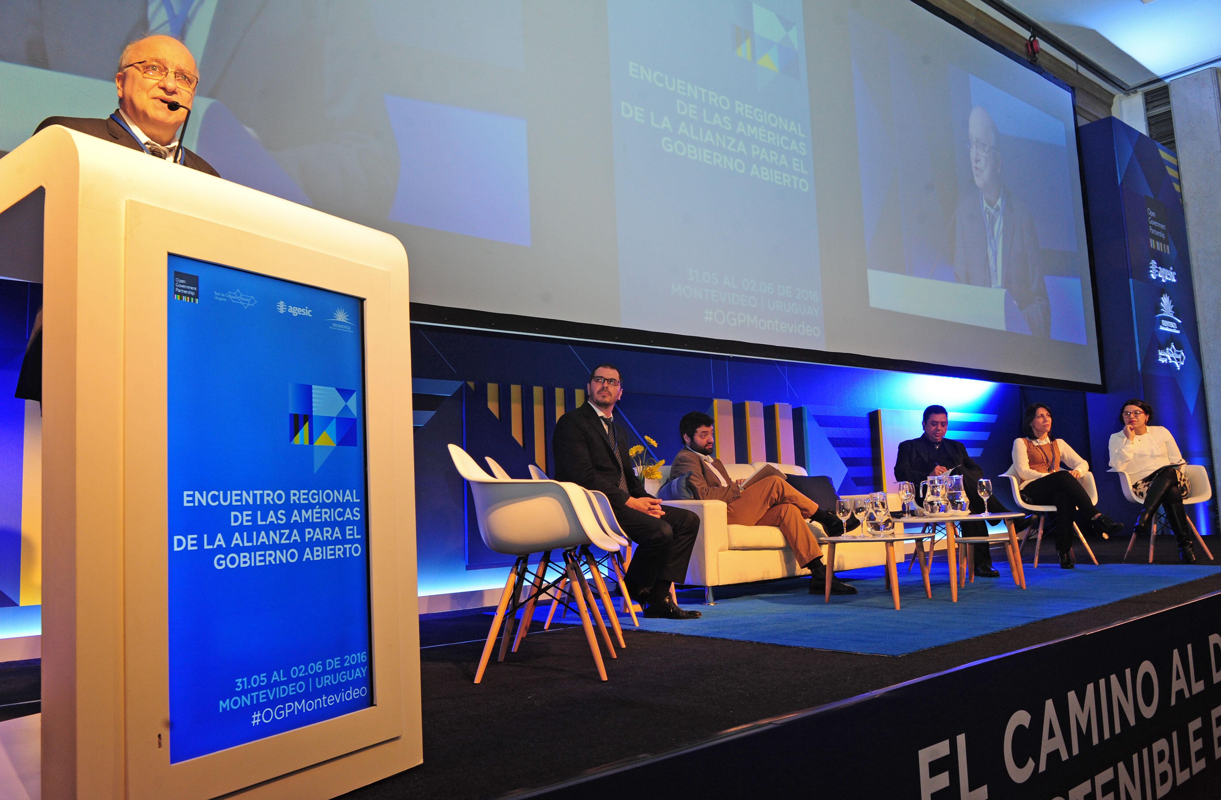 José Clastornik, Director Ejecutivo de AGESIC, haciendo uso de la palabra
