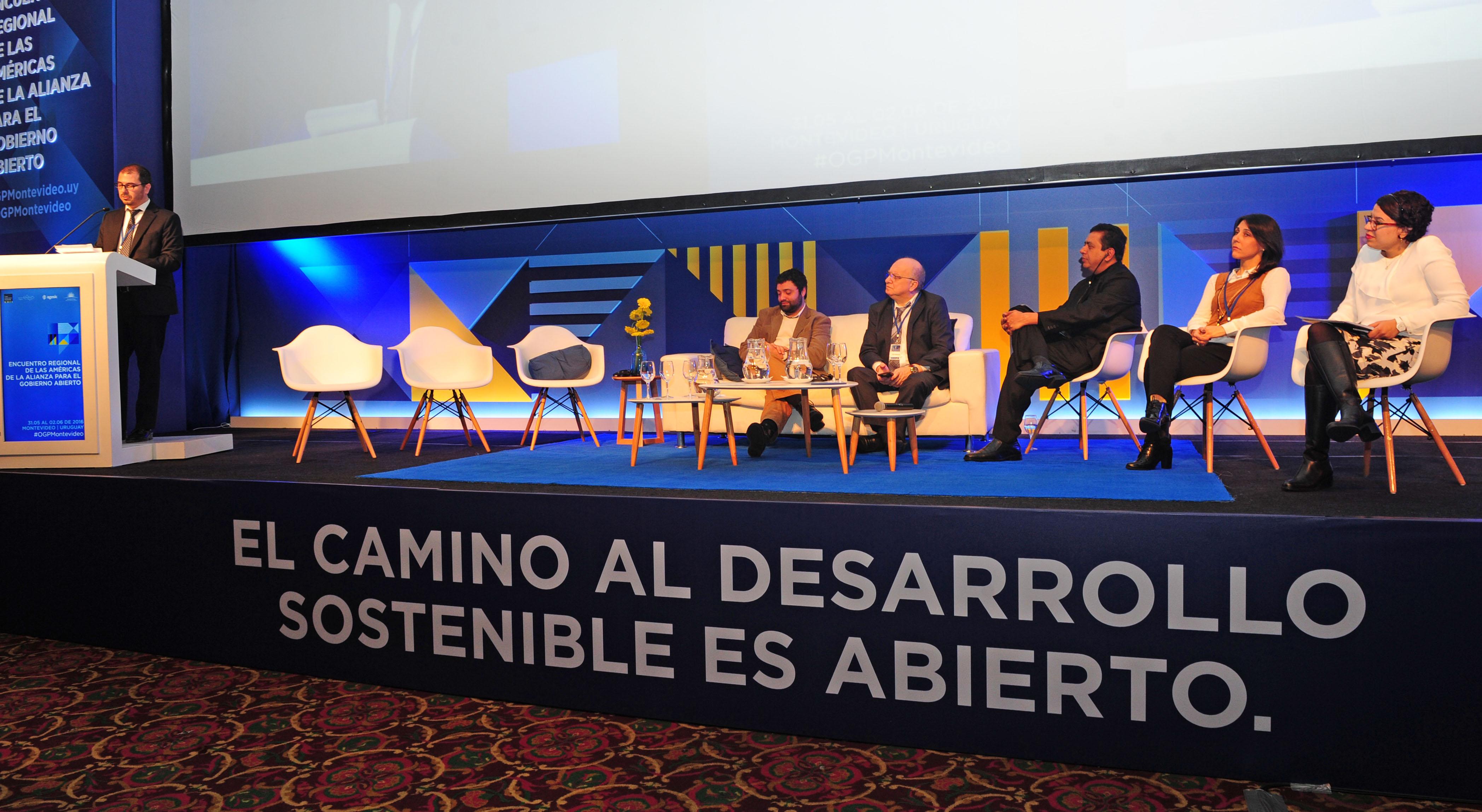 Prosecretario de la Presidencia, Juan Andrés Roballo, dirigiéndose a los presentes