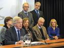 Ministro de Economía y Finanzas, Danilo Astori, junto al Consejo de Ministros