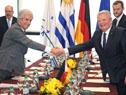 Presidentes Tabaré Vázquez y Joachim Gauck se saludan