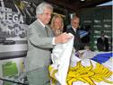 Presidente Vazquez realizando el descubrimiento de la maqueta del proyecto