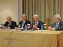 Presidente Tabaré Vázquez, junto a Víctor Rossi y Danilo Astori, en conferencia de prensa en Madrid