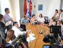 Rodríguez, Lindner y Purstcher en conferencia de prensa