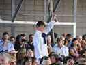 Escolar pide la palabra para realizar una pregunta