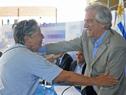 Presidente Tabaré Vázquez recibe el saludo de una vecina de San Luis