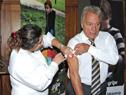 Director general de la Salud, Jorge Quian, recibe la vacuna