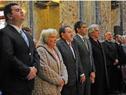 Autoridades presentes entonan el Himno patrio
