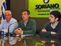 Álvaro García, haciendo uso de la palabra en conferencia de prensa en la Intendencia de Soriano