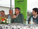 Álvaro García, haciendo uso de la palabra en conferencia de prensa en Dolores