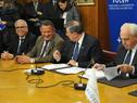 Autoridades durante la firma del acuerdo