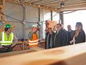 Autoridades del MVOTMA visitaron en Tacuarembó construcción de viviendas en madera