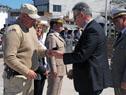 Ministro Eduardo Bonomi hace entrega de medalla a funcionarios