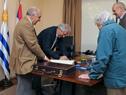 Ceremonia de traspaso de mando presidencial en oficina de Suárez