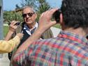 Enzo Benech, realizando declaraciones a la prensa