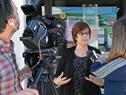Ministra Marina Arismendi, realizando declaraciones a la prensa