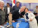 Vázquez firma foto a vecino de Rocha