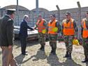 Ministro de Defensa, Jorge Menéndez, saluda a efectivos del Ejército Nacional