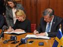 Firma de convenio entre Nin Novoa y la ministra Regnér