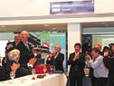 Vázquez recibe un ómnibus simbólico de obsequio