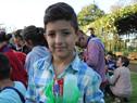 Escolar con el set recibido del Programa de Salud Bucal