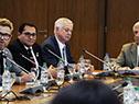 Conferencia sobre enfermedades no transmisibles en el piso 11 de la Torre Ejecutiva