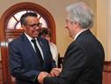 Presidente Tabaré Vázquez junto a presidente de OMS, Tedros Adhanom Ghebreyesus