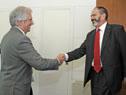Vázquez saluda a Luis Carlos Longoria