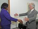 Vázquez recibe a la directora de la Organización Panamericana de la Salud, Carissa Etienne