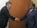 Canciller Rodolfo Nin Novoa recibe a Robert Mugabe