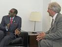 Vázquez dialoga con Robert Mugabe