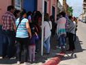 Vecinos de Flores aguardando en Trinidad para concretar las audiencias solicitadas a autoridades del Ministerio de Vivienda
