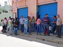 Vecinos de Flores, aguardando en Trinidad para concretar las audiencias solicitadas a autoridades del Ministerio de Vivienda