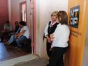 Vecinos aguardando ser recibidos por el ministro Víctor Rossi