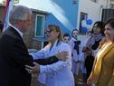 Vázquez se saluda con maestra de la Escuela N.° 4 Jaime Ribot Mestre