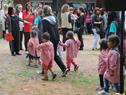 Llegada de niños a la inauguración