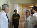 Subsecretario de Salud Pública, Jorge Quian, junto al director del hospital, Marcos García