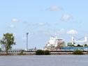 Buque en el puerto de Nueva Palmira
