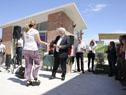 Ministro del Interior, Eduardo Bonomi, hace entrega de llave de vivienda