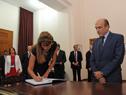 Princesa de Jordania, Dina Mired, firma el Libro de Honor