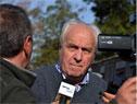 Ministro de Transporte y Obras Públicas, Víctor Rossi, realizando declaraciones a la prensa, una vez finalizada la recorrida