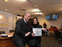 Ministro Ernesto Murro entrega carnés de cursos de seguridad vial