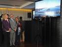 Autoridades durante la proyección de la presentación de las obras de construcción de la planta de generación solar fotovoltaica