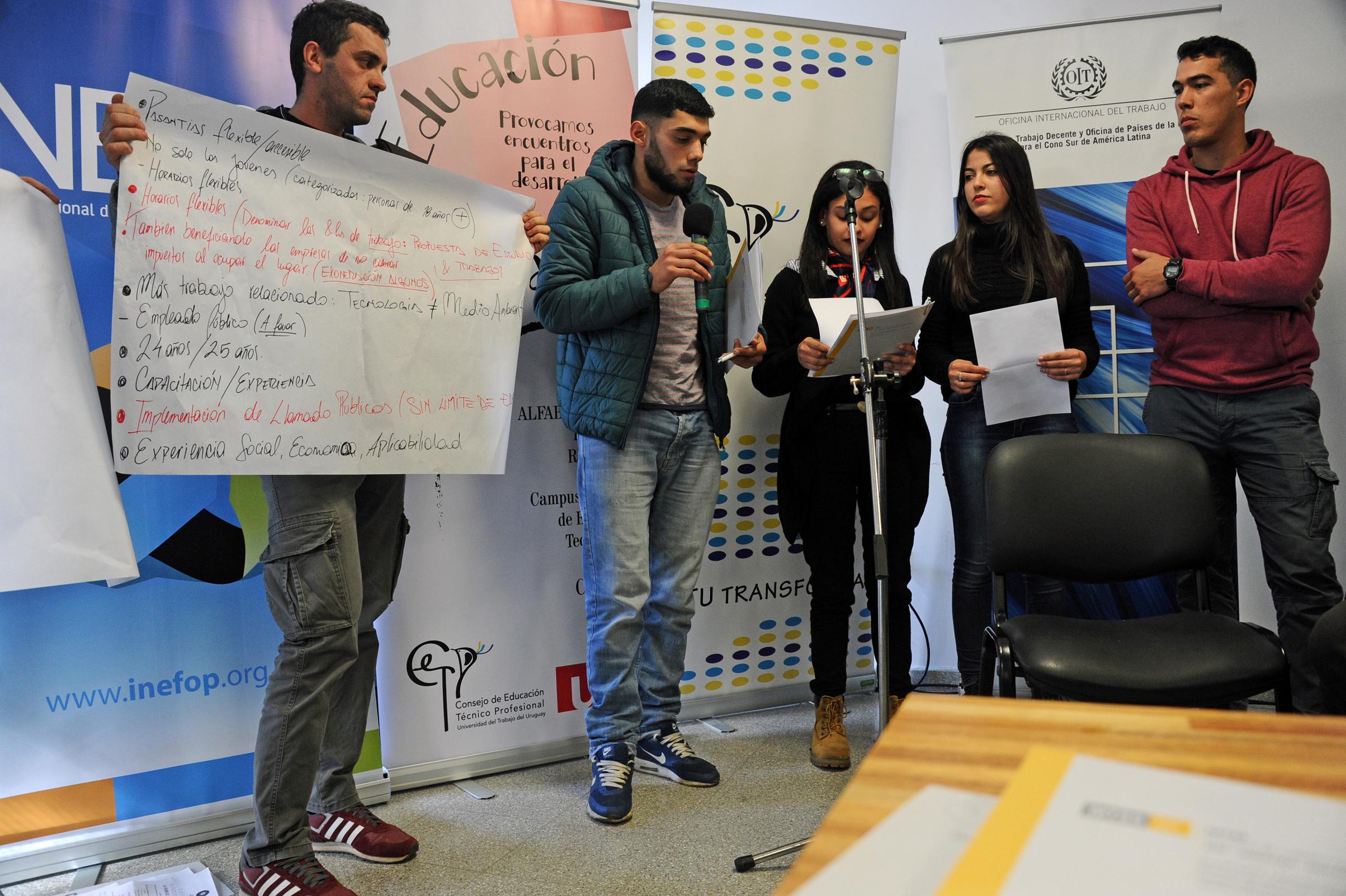 Charla de autoridades con jóvenes denominada: Conversatorio sobre el Futuro del Trabajo en el departamento de Durazno