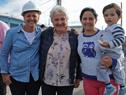 Vicepresidenta Lucía Topolansky con beneficiarios de viviendas